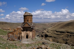Blick auf die Kirche Sankt Gregor von Tigran Honents