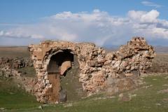 Verfallenens Eingangstor auf der Rückseite der ehemaligen Stadtmauer