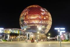 Im Zentrum des Expo-Geländes befindet sich der futuristisch wirkende Pavillon Kasachstans