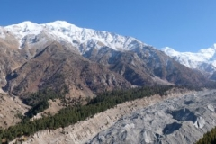 Das Panorama mit dem Nanga Parbat (hinten rechts) verschlägt uns den Atem!