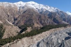 Man kann kaum erahnen, in welchen Dimensionen Berge, Gletscher und Naga Parbat vor uns liegen!