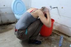Blick hinter die Kulissen: Die Not war groß genug, sodass ich mir in einem kalten Bad mit fast lauwarmen Wasser die Haare gewaschen habe.