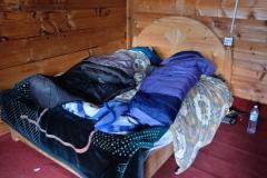 ...bevor wir uns unter alle verfügbaren Decken im Schlafsack verkriechen.