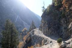 Auf netten Wegen geht es weiter bergab - hier der Blick zurück Richtung Fairy Meadows