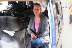 Nicht ganz komfortabel, aber ich habe ein Plätzchen für mich in Arshads vollem Auto gefunden :-)