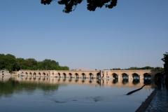 Am nächsten Tag fahren wir noch zum Fluss und schauen uns die vielen schönen Steinbrücken an
