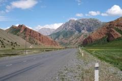 Über fantastische Straßen machen wir uns auf den Weg nach Osch