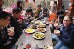 Mittagessen in großer Runde in unserem Hostel