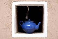 Pittoreskes Teekännchen in kleinem Fenster :-)