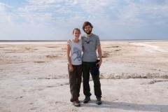 Das Wasser der Seen ist salzhaltig, weshalb der Boden oft schneeweiß ist