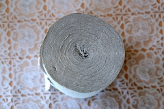Kurioserweise wird das Papier oft bis zur Mitte gerollt - auf die Papprolle in der Mitte wird verzichtet.