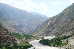 Auf der linken Flussseite ist Tadschikistan, auf der rechten Afghanistan.