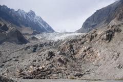 Vor einigen Jahren reichte der Gletscher noch bis an den Fuss heran, wie uns EInheimische erzählen. Auch hier sind die Auswirkungen der Erderwärmung zu spüren.