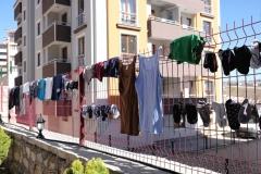 Unsere Wäsche haben wir zum Trocknen an einen Zaun gehängt
