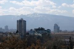 Der Berg Vitosha. Noch ahnen wir nicht, dass wir bald oben im Schnee stehen werden.