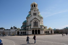 Vor der Alexander-Newski-Kathedrale