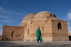 Vor der blauen Moschee in Tabriz