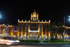 Das hübsch beleuchtete Rathaus in Tabriz