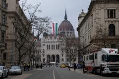 Budapest ist raus geputzt: überall ist die Fahne zu sehen.
