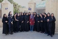 Vor dem Tempel treffen wir (mal wieder) auf eine iranische Schulklasse auf Exkursion.