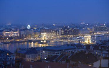 Blick auf die Innenstadt und die Donau