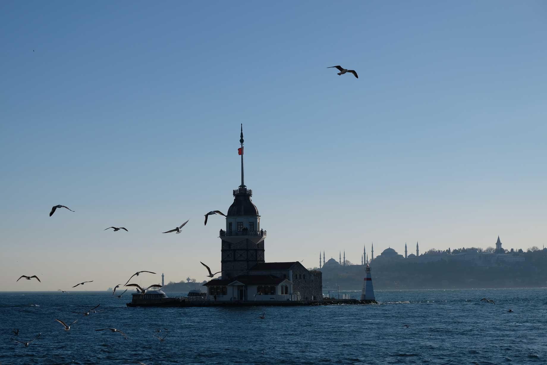 Wir haben den Leuchtturm Kız Kulesi im Blick