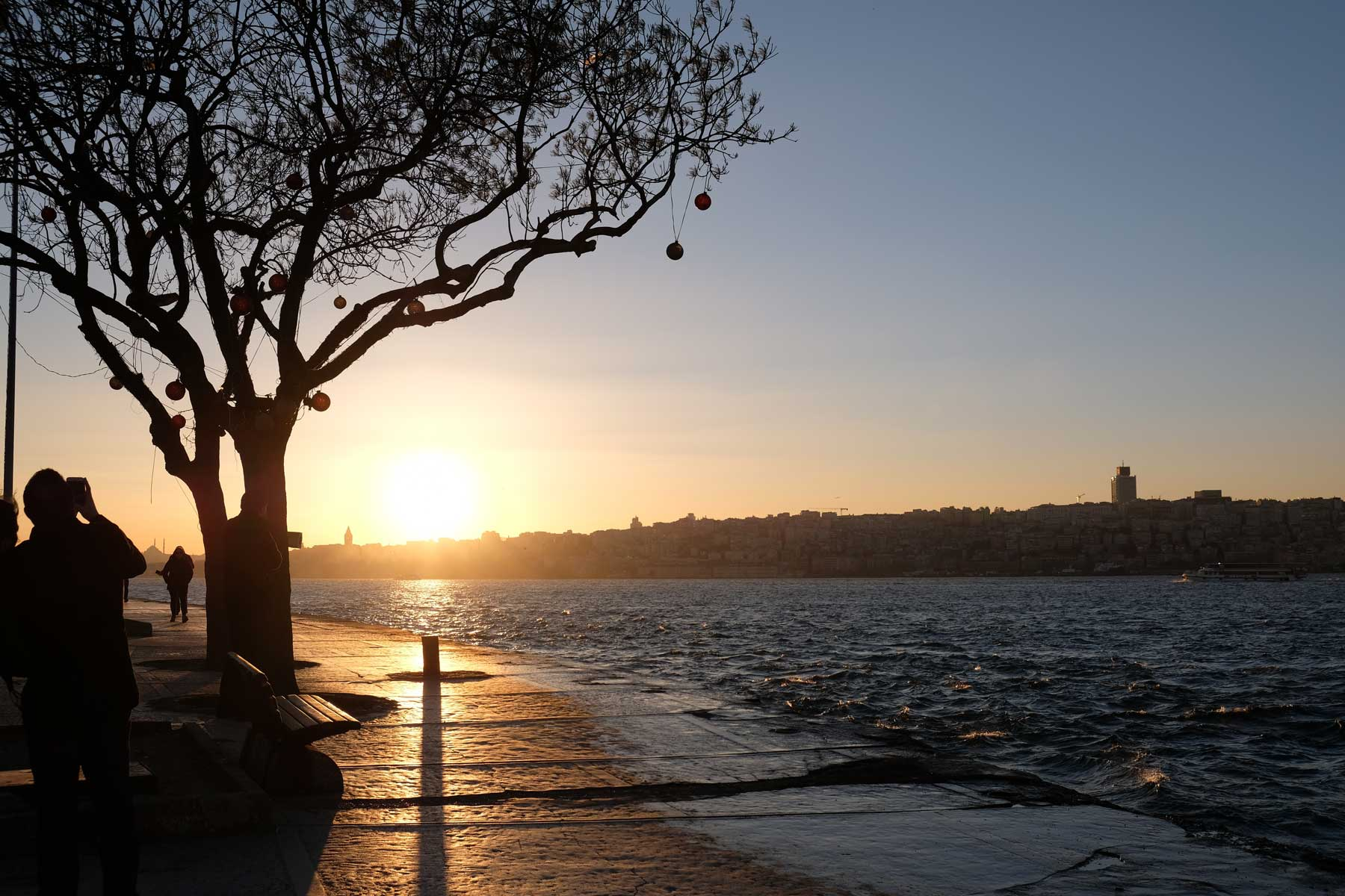 Hach, Sonnenuntergang am Wasser! Das sind Momente, für die wir unterwegs sind!