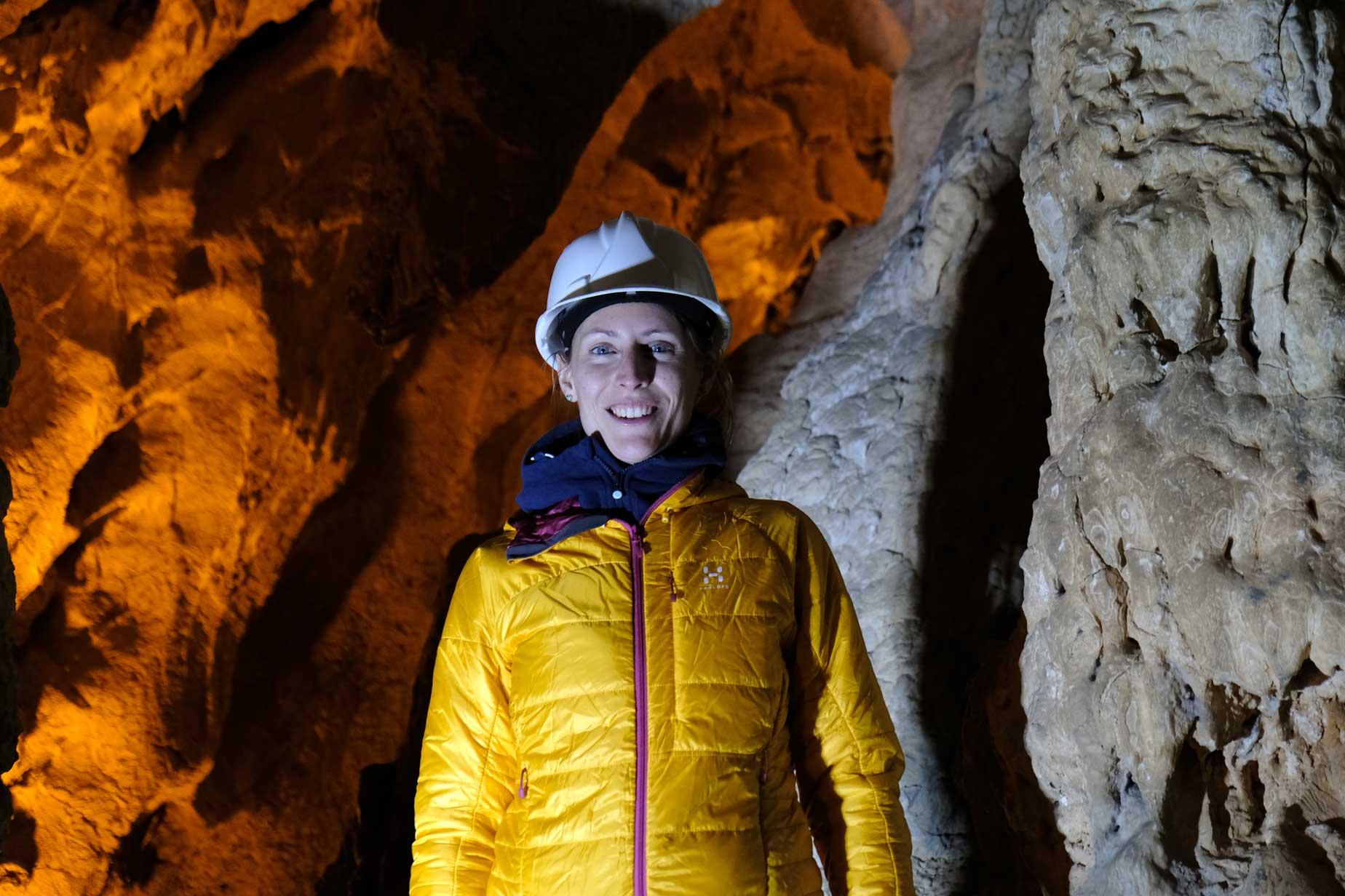 Die Expeditionsleitung begrüßt uns zum Höhlenrundgang :-)