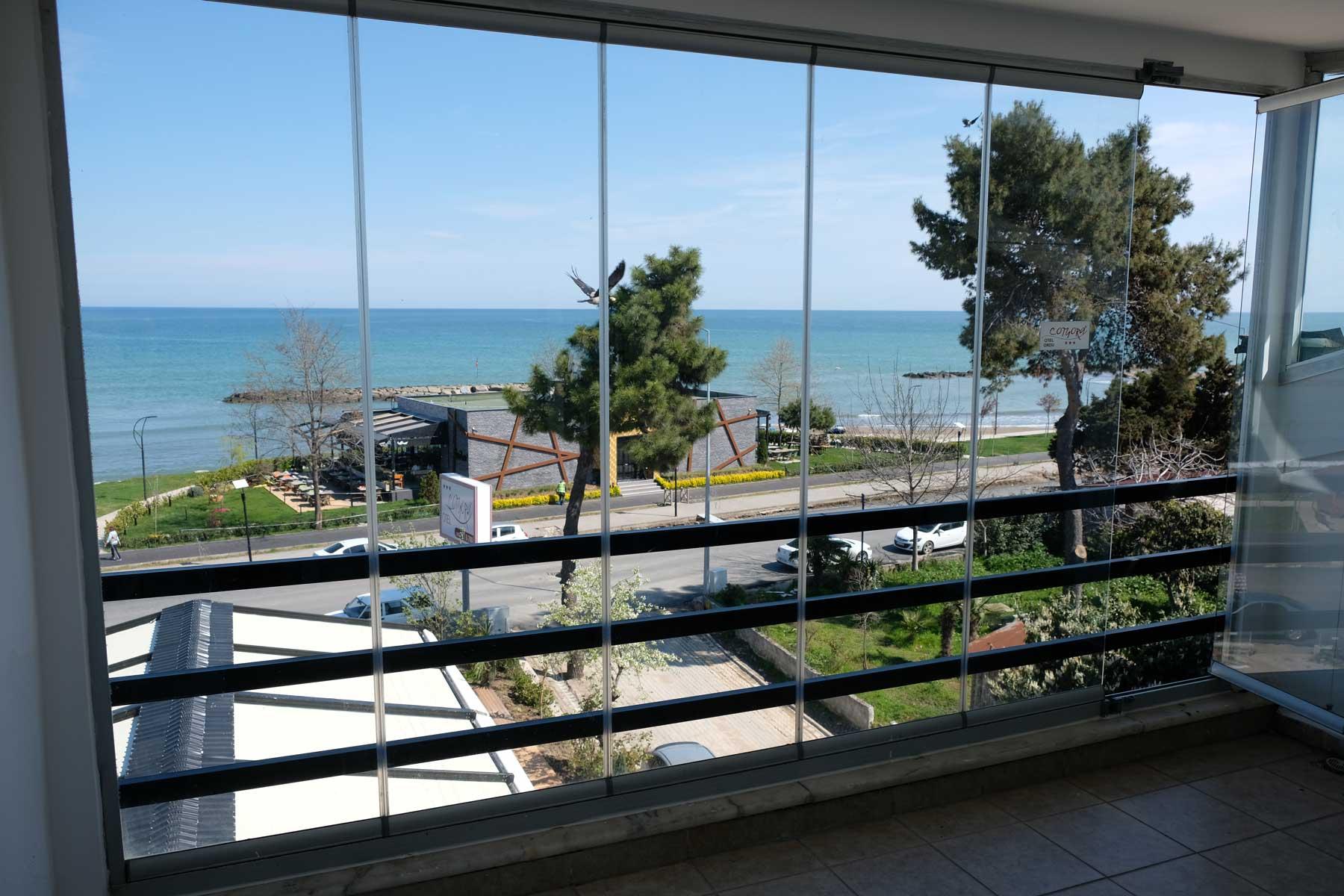 Nach dem Aufwachen erfreuen wir uns am tollen Ausblick aus unserem Hotelzimmer