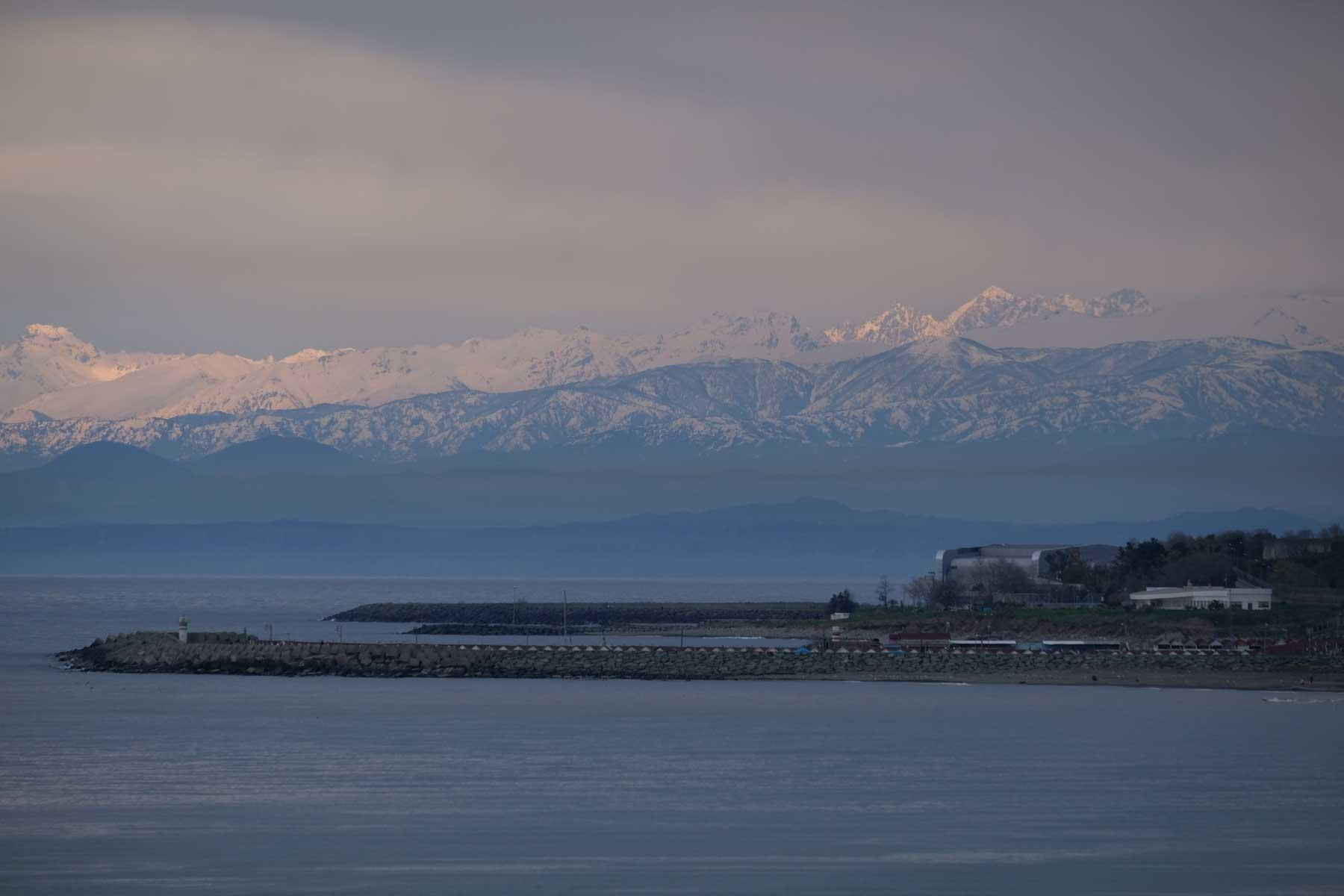 Unser letzter Stopp am Schwarzen Meer ist Trabzon, von wo aus wir Richtung Erzurum aufbrechen. Wir sind begeistert von den plötzlich auftauchenden hohen Bergen!