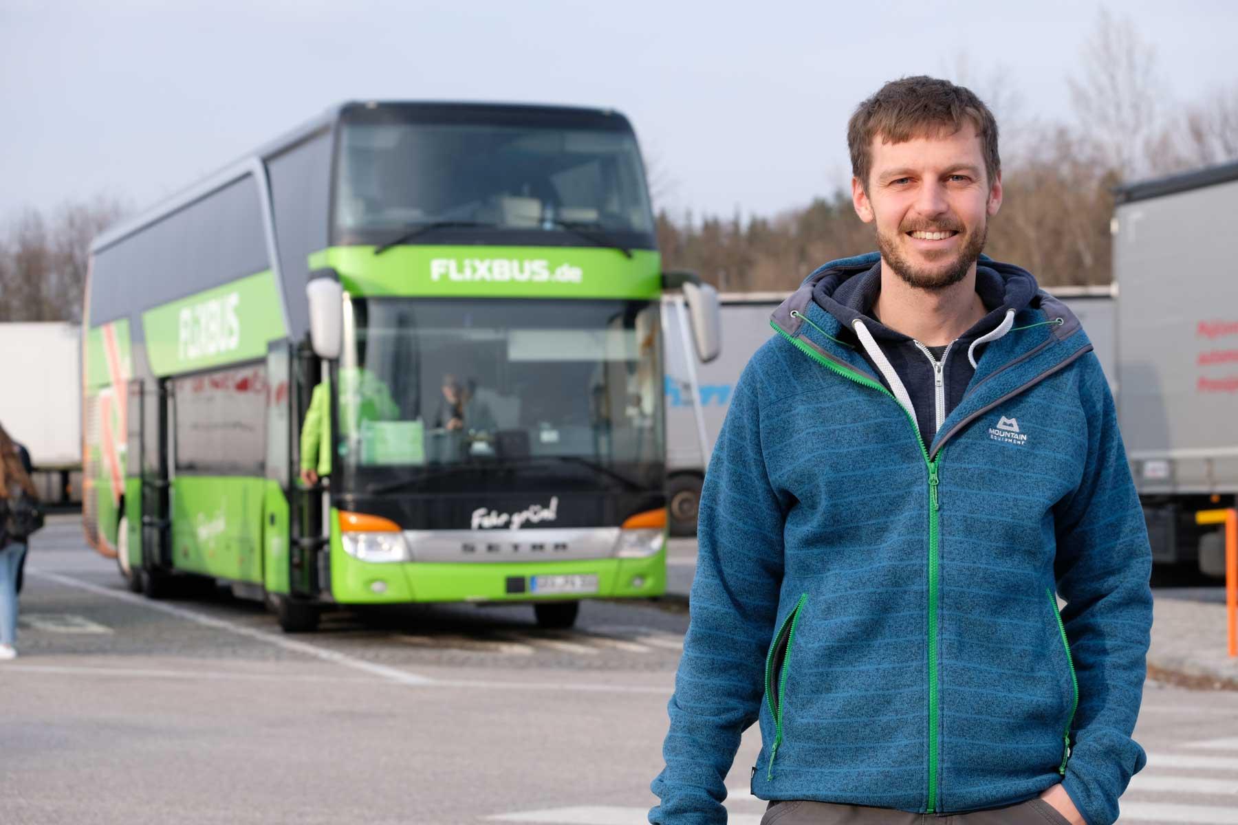 Zum ersten Mal reisen wir innerhalb Europas mit einem Fernbus. In den anderen Ländern der Reise ist dies die normale Fortbewegungsmethode – Züge werden selten
