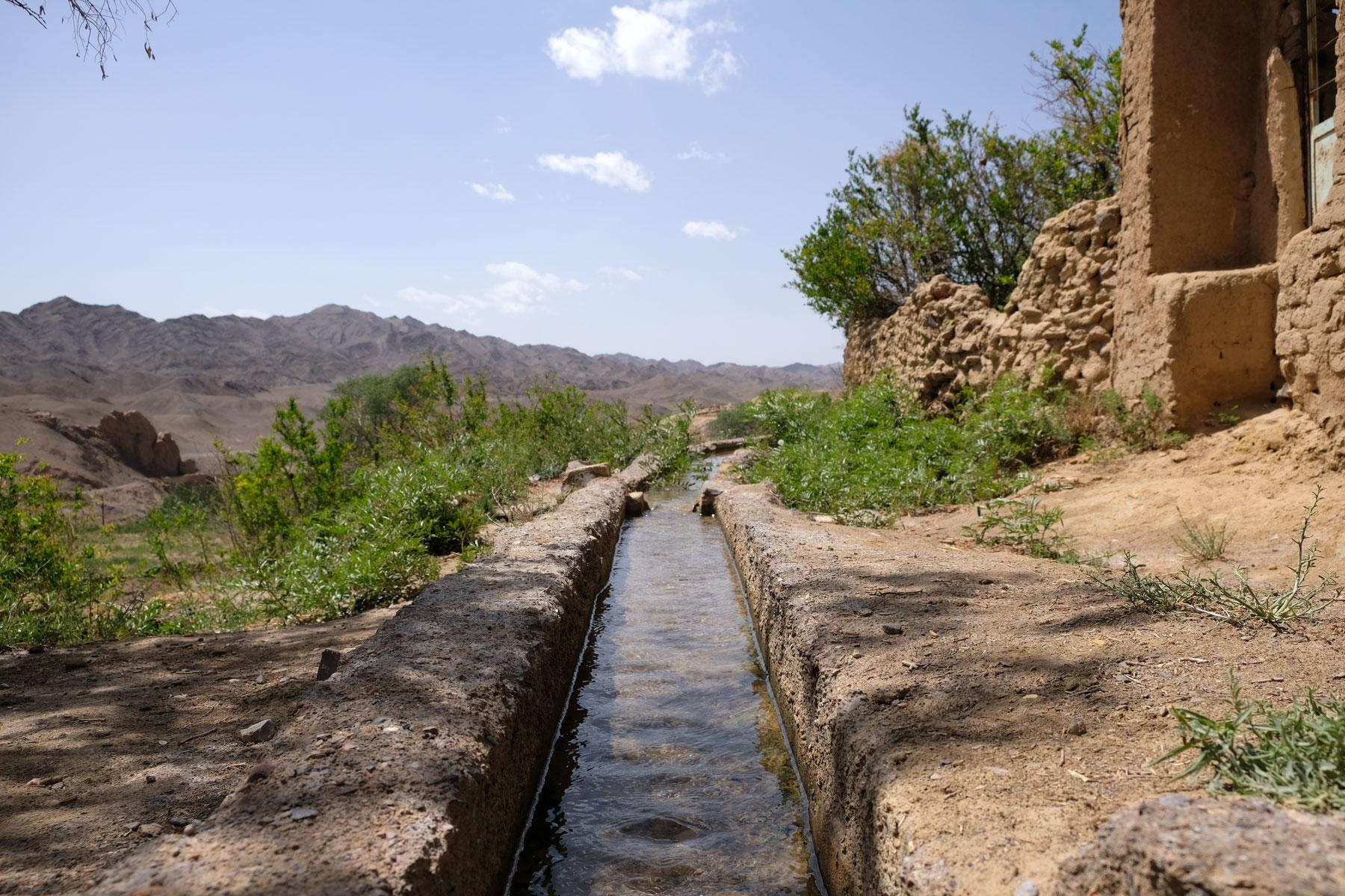 Auch die traditionellen Bewässerungsgräben sind sehenswert