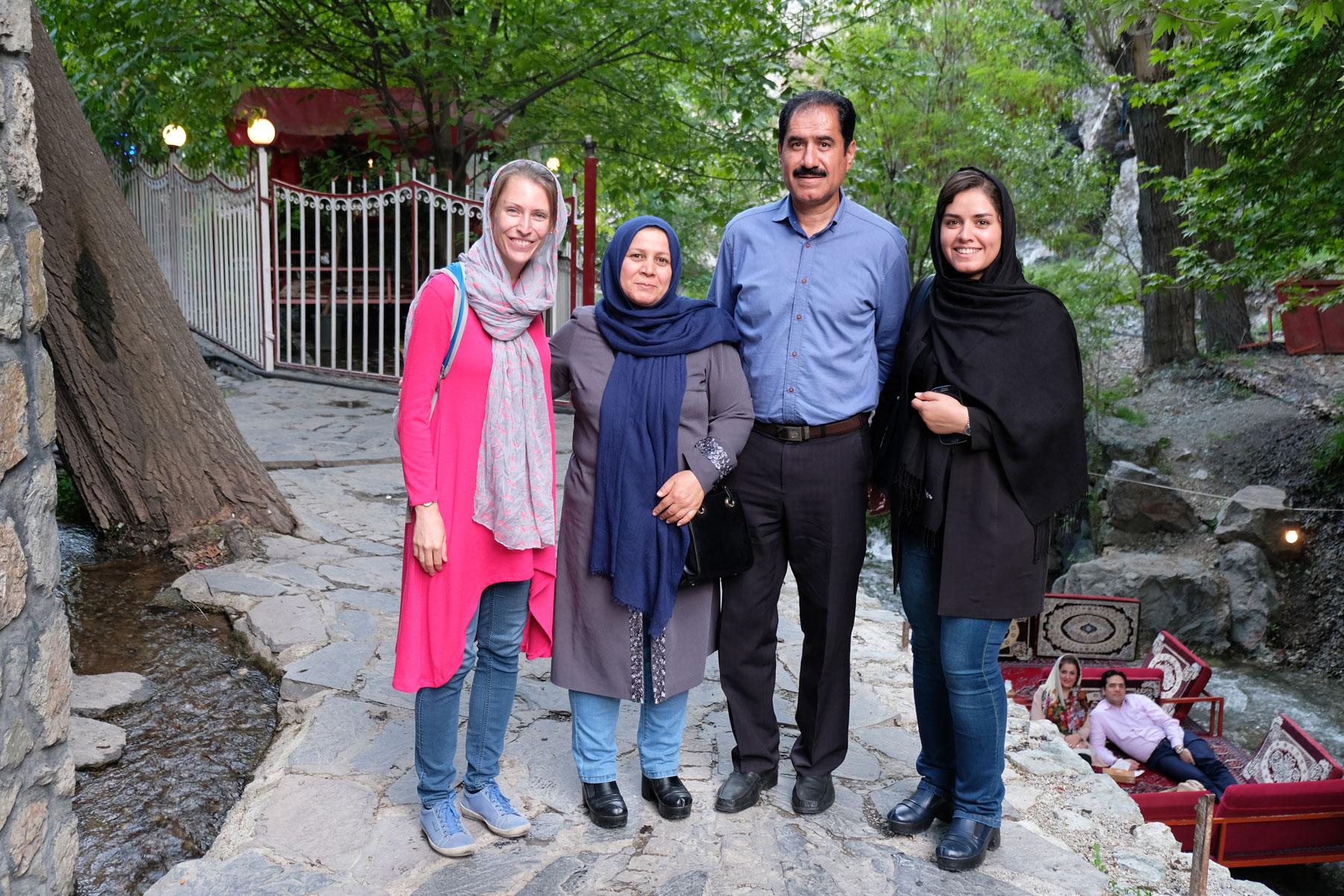 Unterwegs treffen wir eine iranische Studentin, die Deutsch studiert und mit ihren Eltern unterwegs ist
