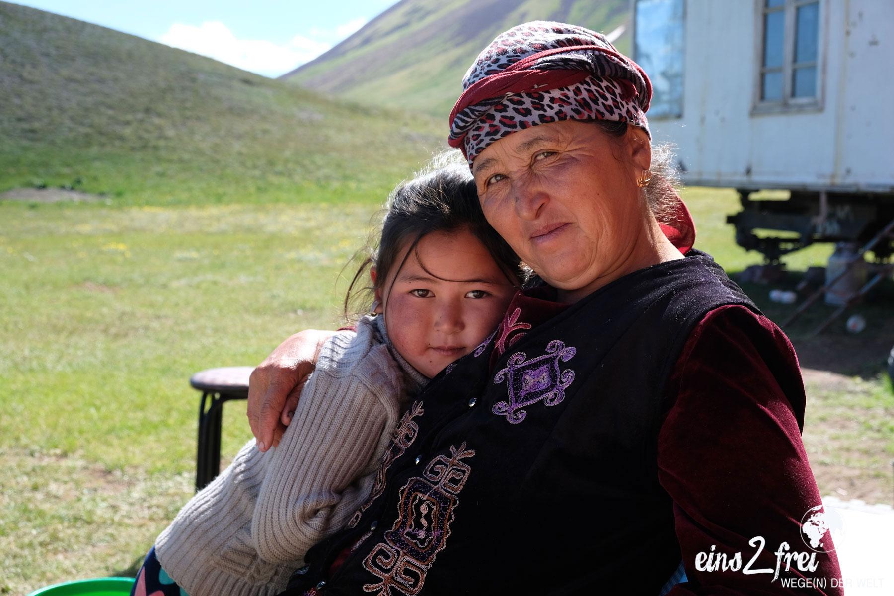 "Unser liebstes Bild in der Kategorie ""Porträt"": Mutter mit Tochter. Sary Mogul, Kirgisistan. Juni 2017."