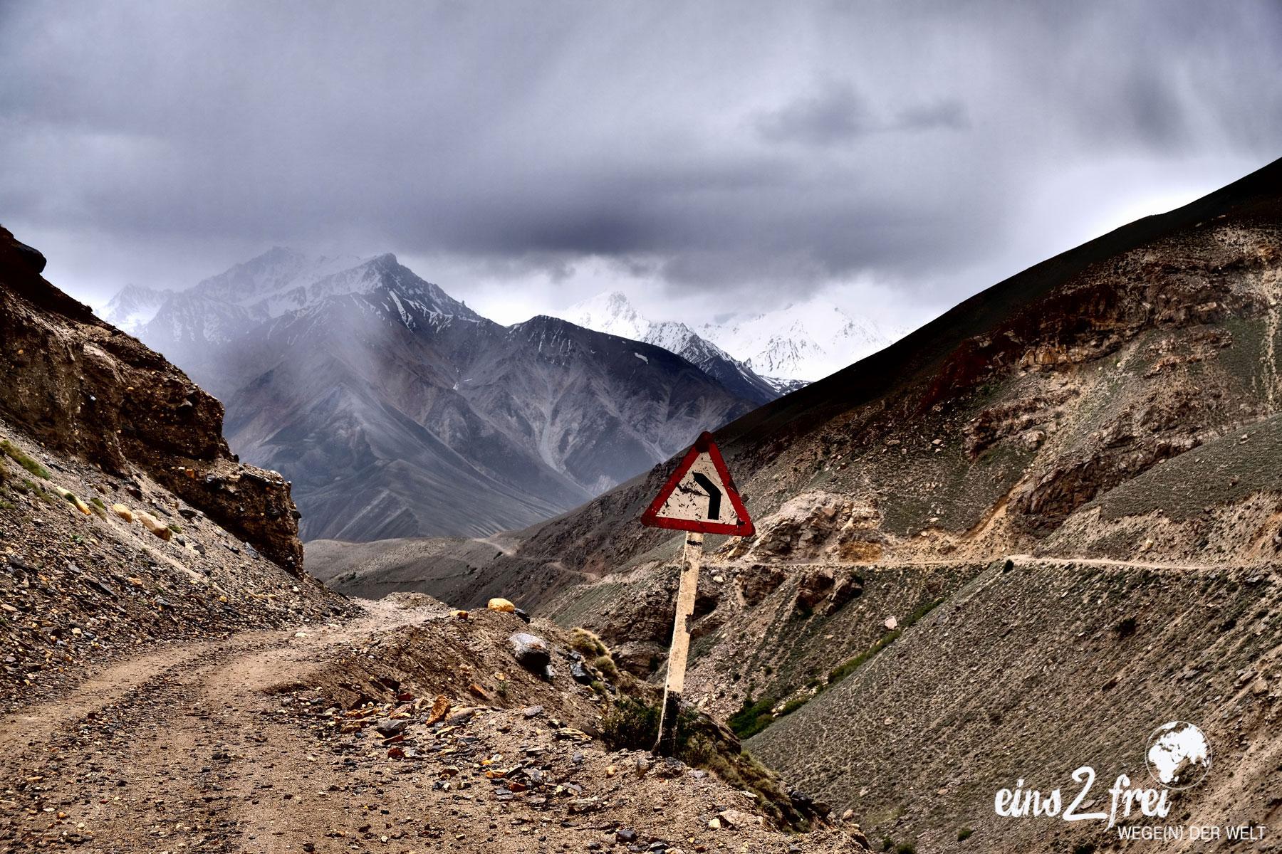 """Unser liebstes Bild in der Kategorie """"Kameraprogramme"""": Highway to heaven (Kargush Pass 4.344m). Pamir Highway, Tadschikistan. Juni 2017."""