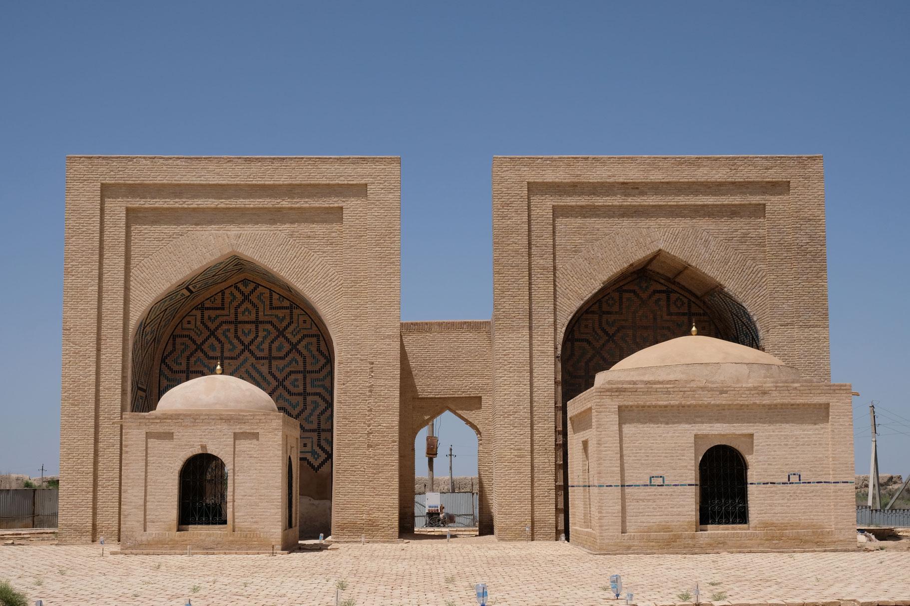 Zwei weitere Mausoleen...