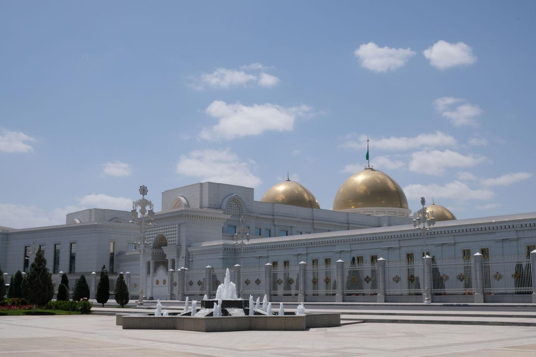 Präsidentenpalast. Kein Mensch weit und breit zu sehen.