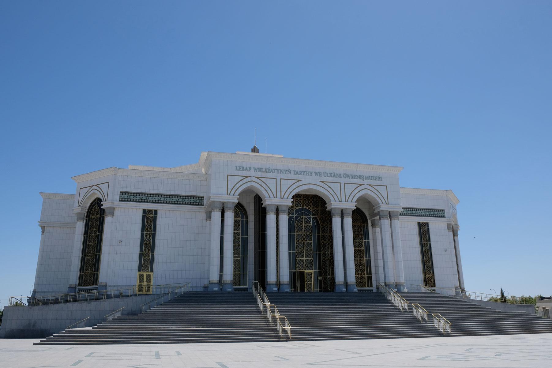 Das imposante Museumsgebäude