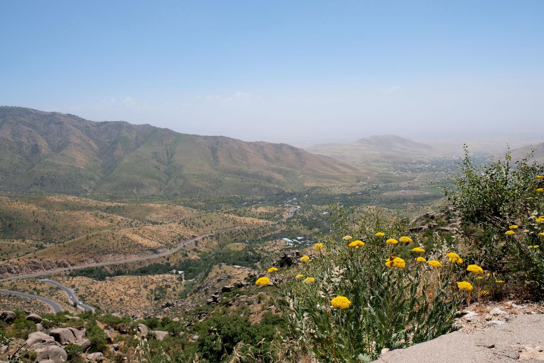 Hübsche Berglandschaften - ein Vorgeschmack auf den Pamir Highway?