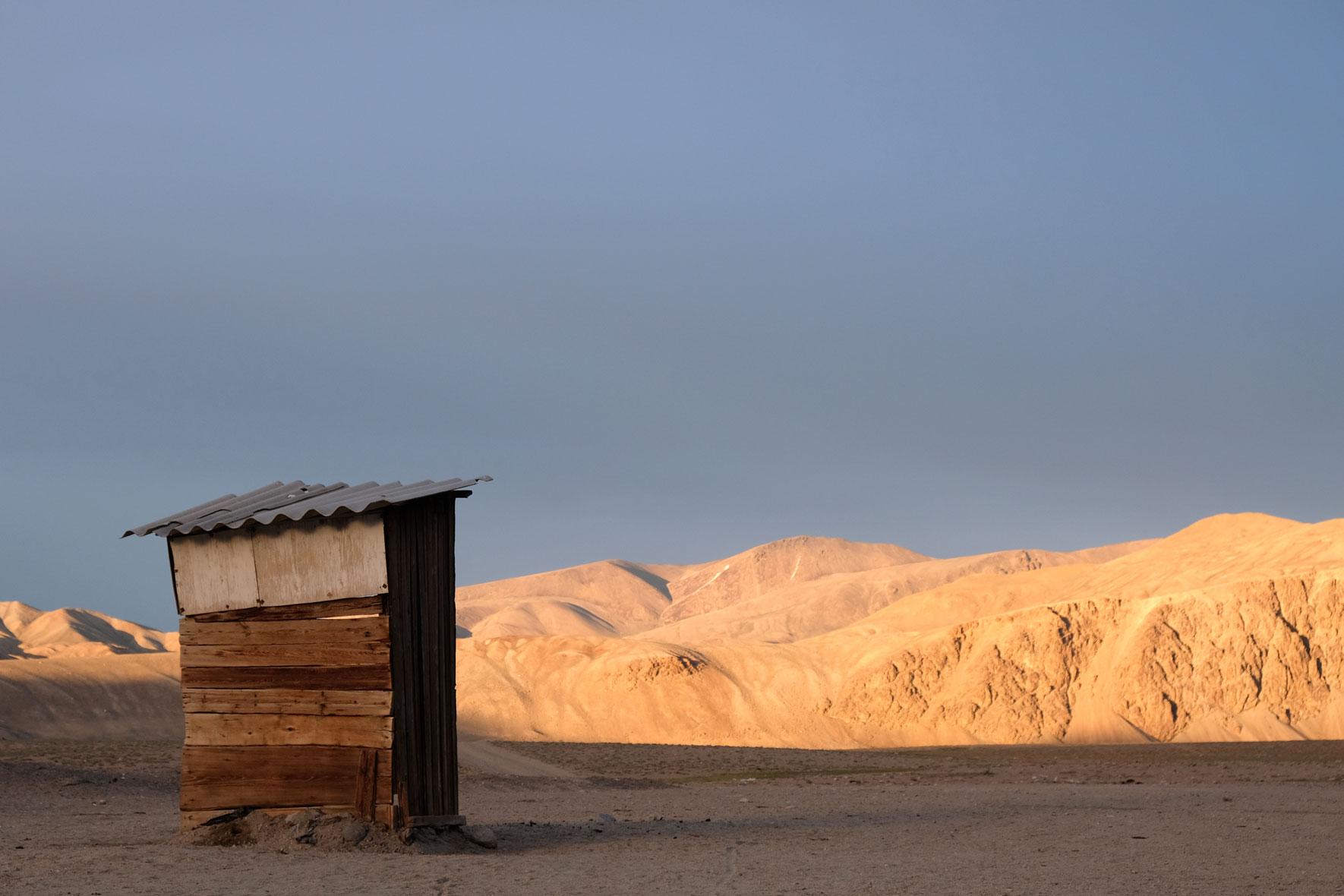 Typische Toilette in der Pamir-Region. Hübsch gelegen, aber von innen nicht ganz so ansprechend.
