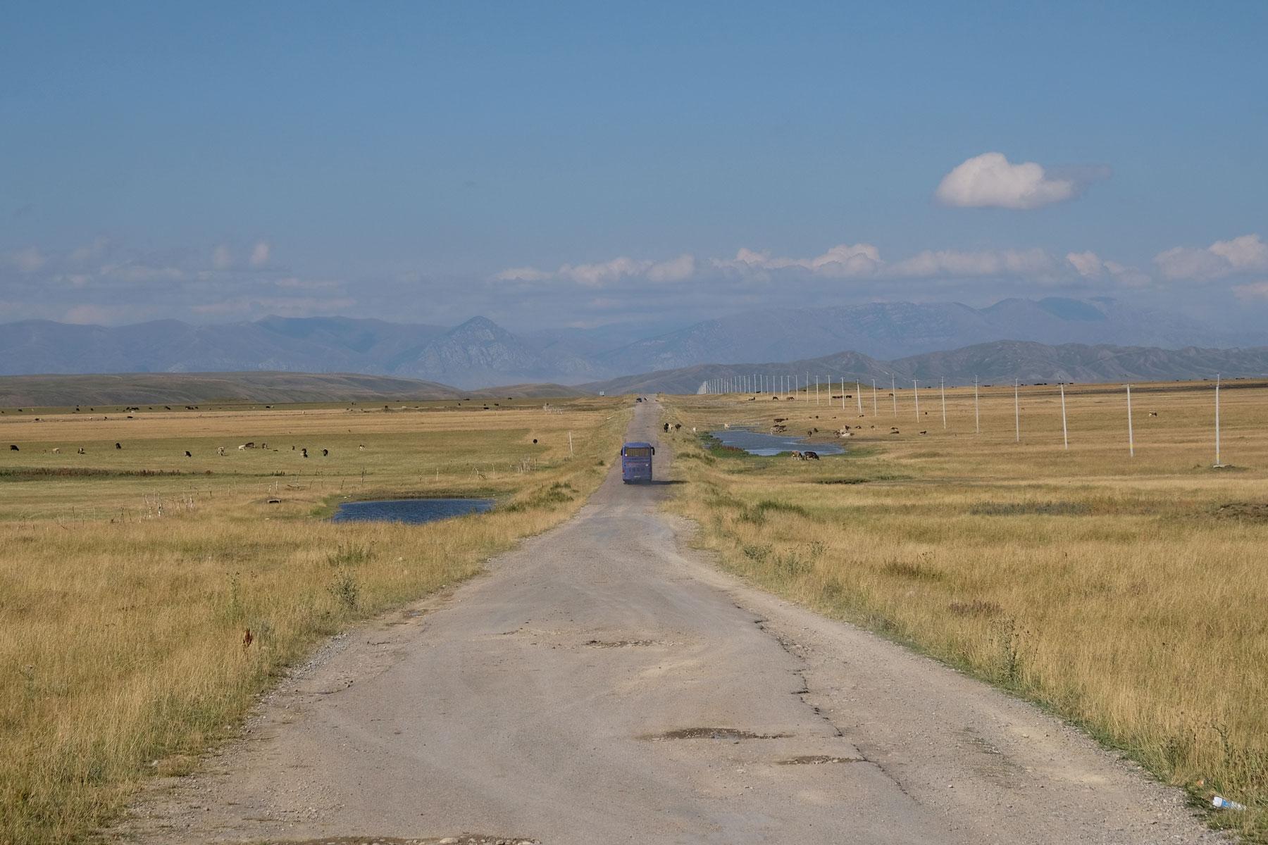 Irgendwo im Nirgendwo befindet sich der kleine Grenzübergang zwischen Kirgistan und Kasachstan