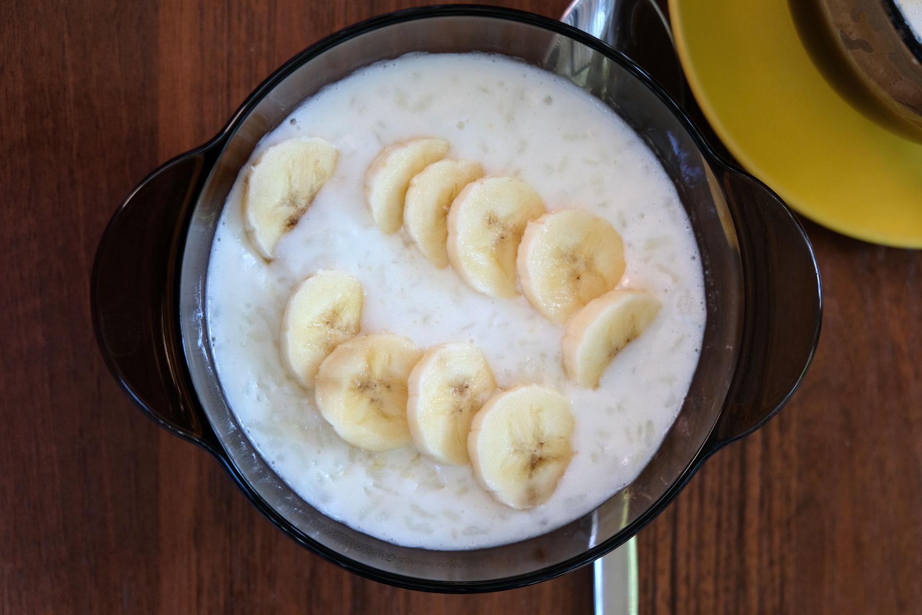 Unser geliebtes Frühstück in kasachstans Hauptstadt: Milchreis mit Banane :-)