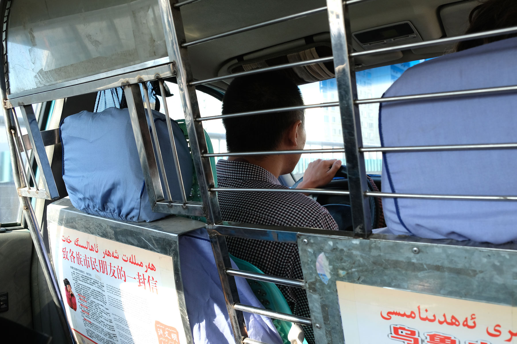 Anreise zum Bahnhof Urumqi: Die Sicherheitsvorgehrungen in Xinjiang sind enorm