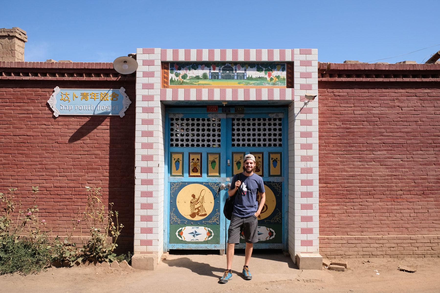 Eingangstor zu unserem netten Hostel in Turpan