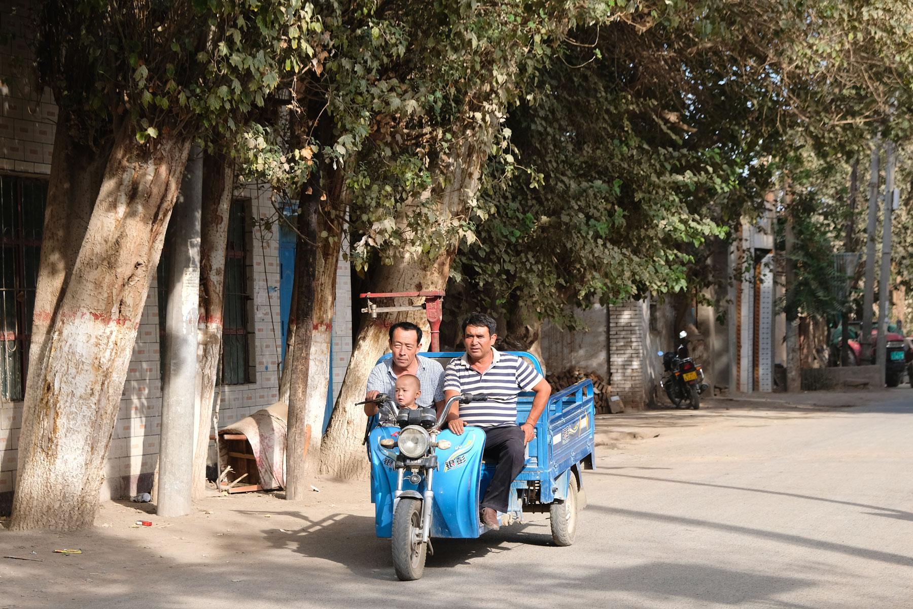 Auf dem Weg zum Minarett spazieren wir durch ein Wohnviertel der überwiegend uigurischen Bevölkerung Turpans