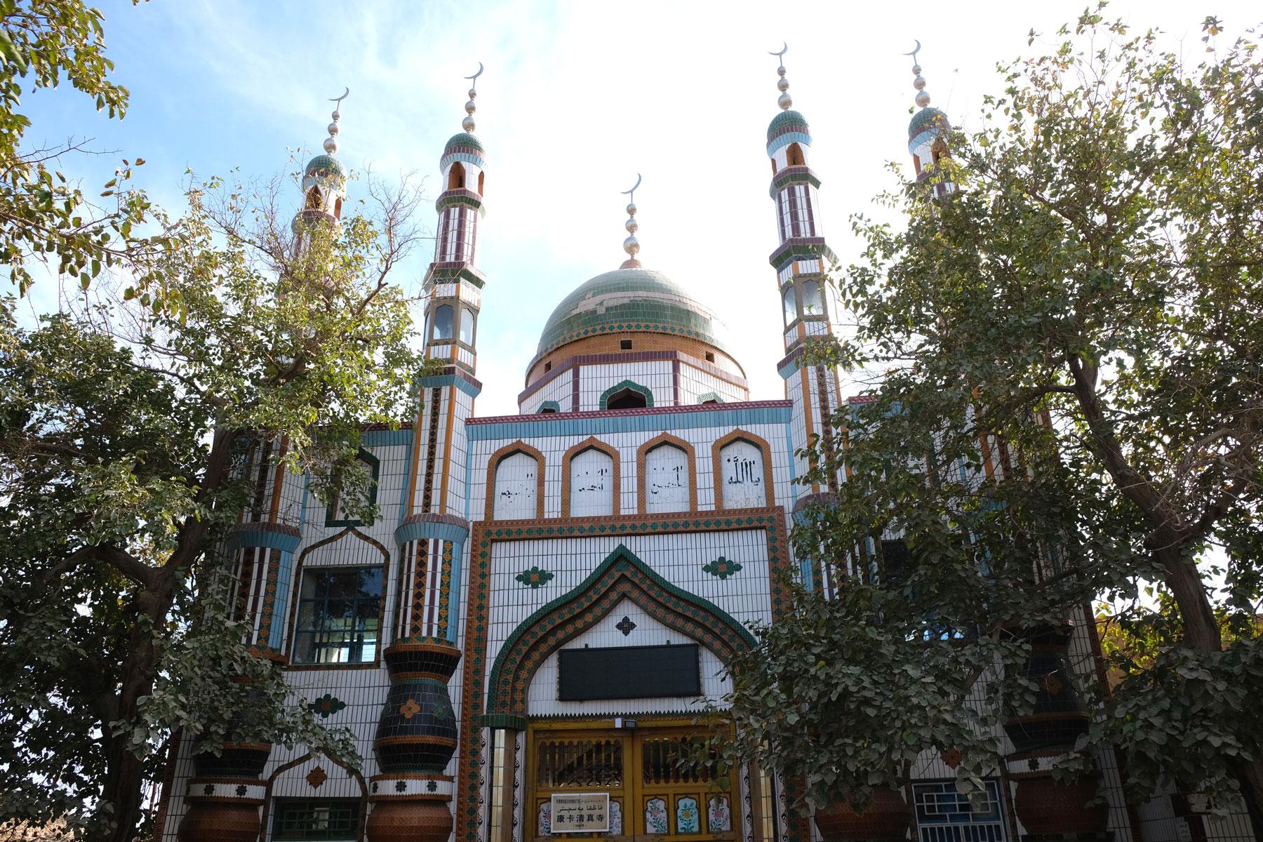 Zufällig entdecken wir die Moschee des Viertels