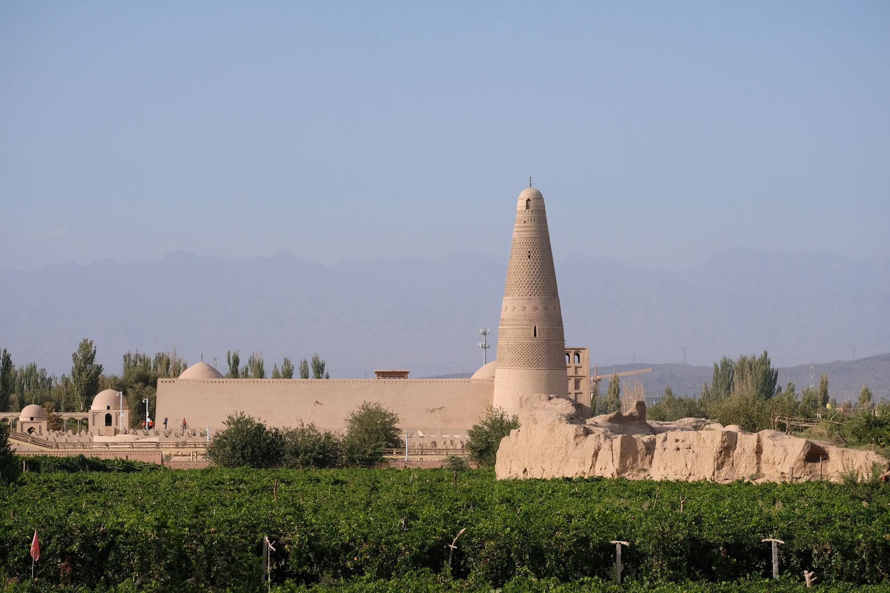 Dann erblicken wir auch unser heutiges Ausflugsziel: Das Minarett