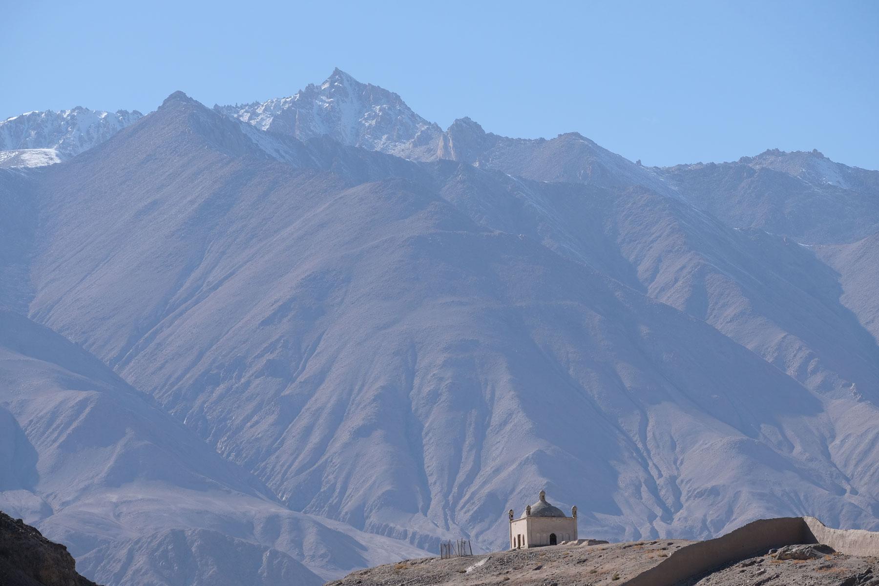 Blick zurück auf das hübsche Mausoleum