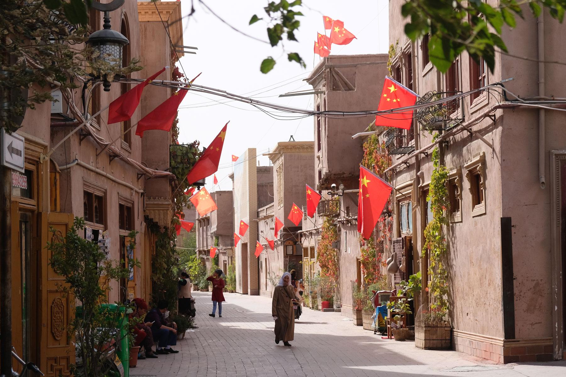 Durch Kaschgars hübsch hergerichtete Altstadt spazieren wir zum Markt