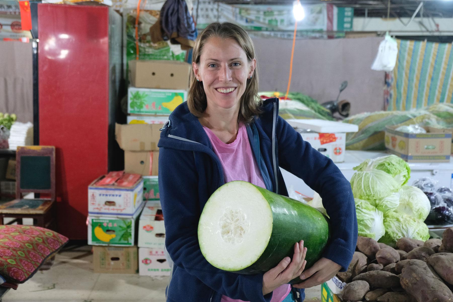 Hat schonmal jemand eine solch riesige Zucchini gesehen? :D